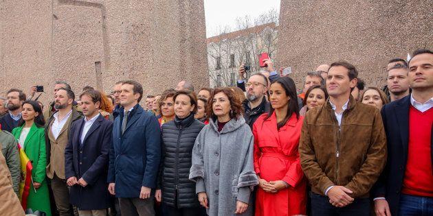 Los líderes del PP, Ciudadanos y Vox, juntos en la reciente concentración por la unidad de España en...