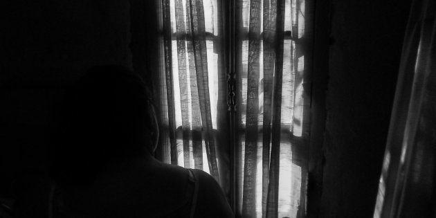 A prisión un ladrón que intentó ocultarse tras las cortinas del
