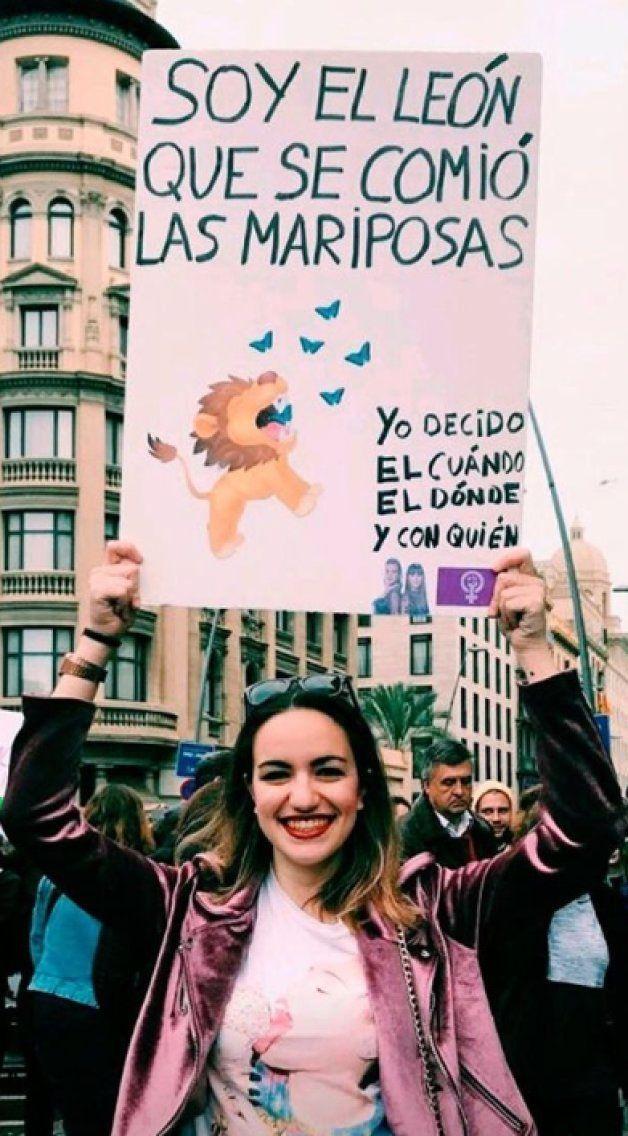 La letra de 'Lo malo' se convierte en protagonista de la manifestación