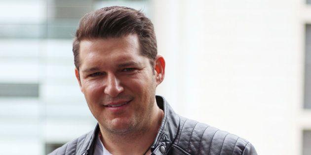 Manu Tenorio recibe el alta hospitalaria tras sufrir quemaduras de segundo
