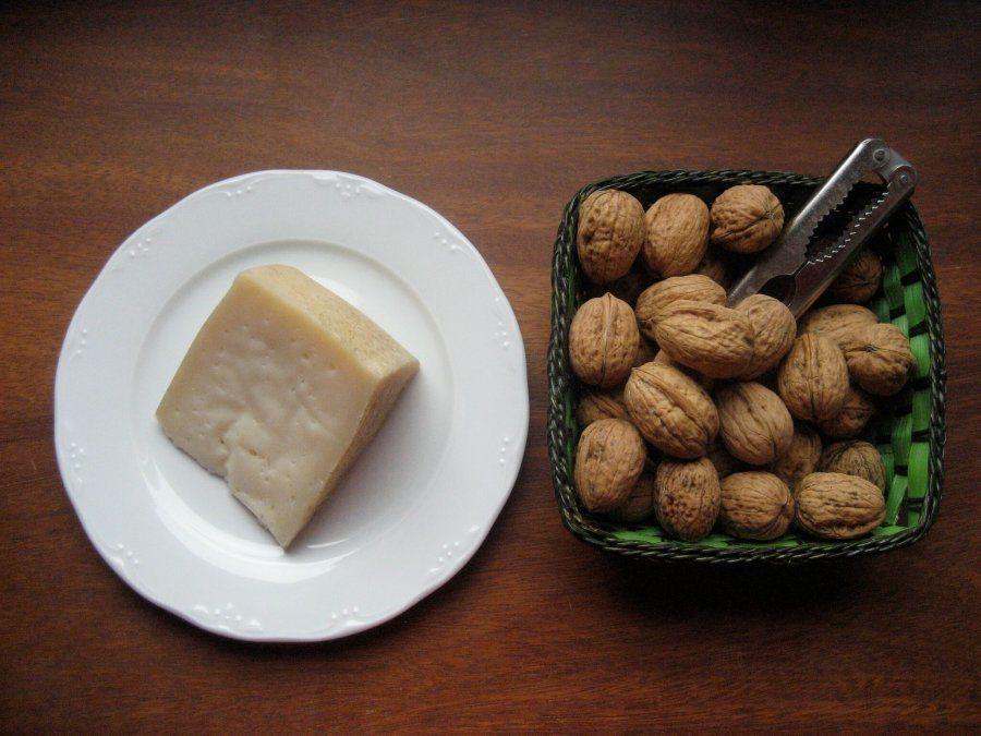 La vuelta a España en 12 quesos: cómo disfrutar de los productos con denominación de