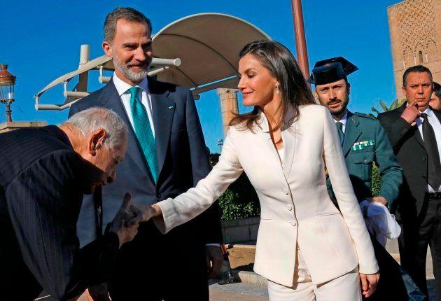 Letizia recupera el traje de Armani con el que anunció su compromiso hace 16