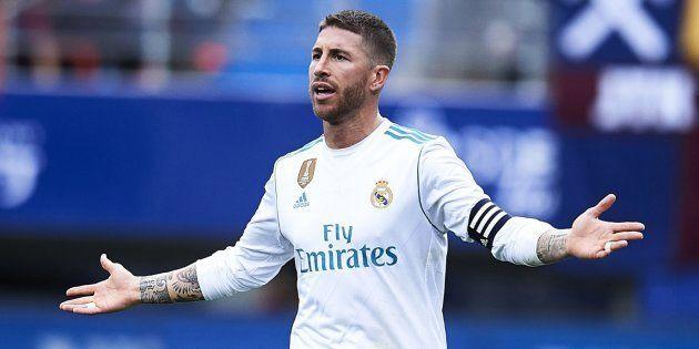 Bromas en Twitter con el motivo que ha obligado a Ramos a irse del campo ante el