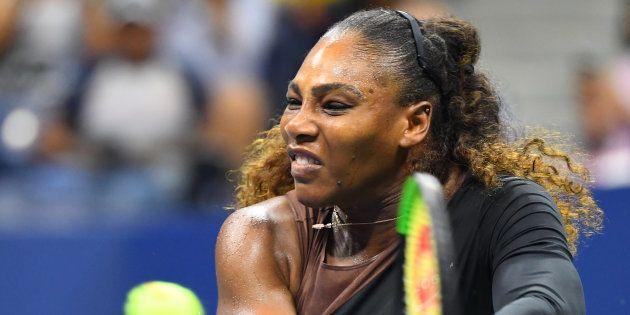El genial gesto con el que Serena Williams contesta a los que criticaron su traje tras dar a