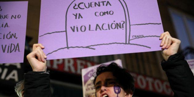 Una joven, en la manifestación centra la sentencia de La Manada, el pasado diciembre, en