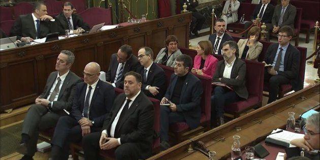 Los doce líderes catalanes en el banquillo del juicio del