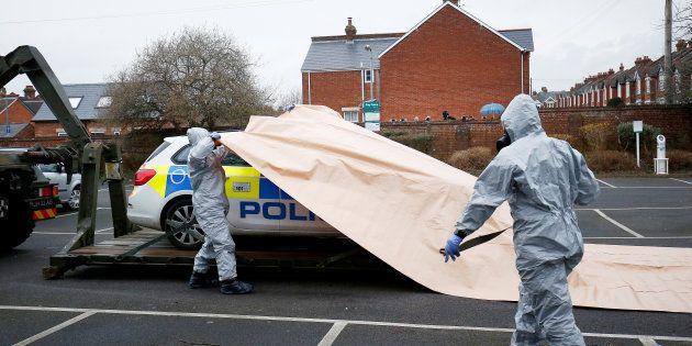 La policía británica pide a más de 500 personas que laven sus pertenencias por
