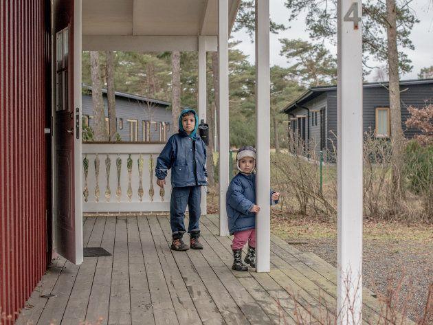 Niños llegados de Irak, en un complejo habilitado para darles cobijo en Tylosand, Suecia, en