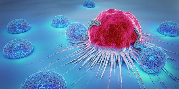 Célula cancerígena rodeada de