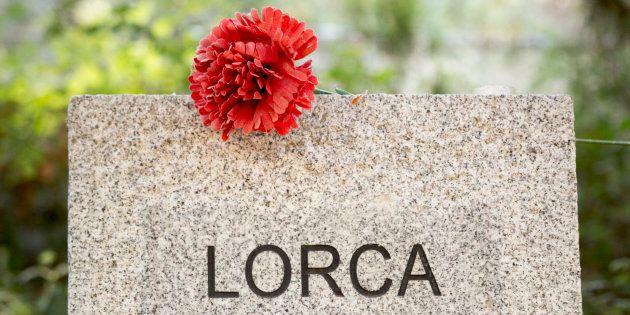 Memorial en homenaje de Federico García Lorca y las demás víctimas de la Guerra Civil, levantado en el...