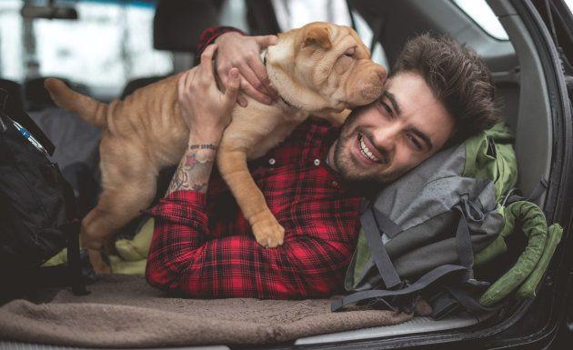 Tanto perros adultos y cachorros prefieren que les hablen con voz aguda y con temas de interés para