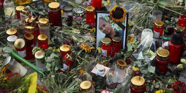Homenaje de flores y velas a Daniel Hillig, el hombre apuñalado en Chemnitz,