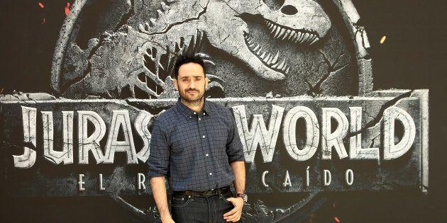 Vas a alucinar con el mensaje de JA Bayona al cine de Murcia que anunció su película con un cartel dibujado...