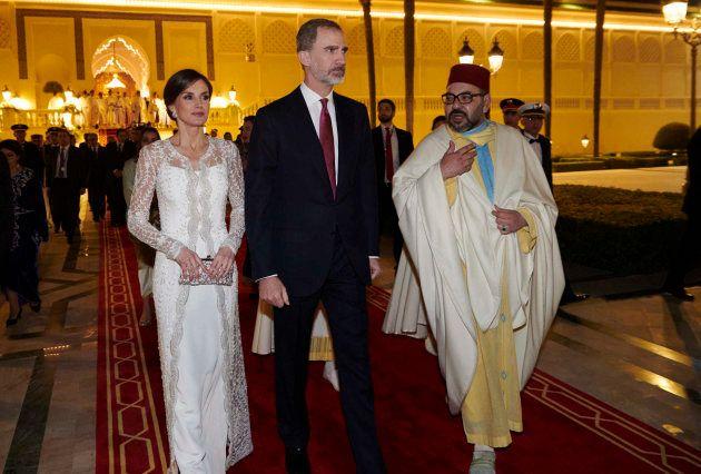 Los reyes Letizia y Felipe VI junto al rey Mohamed VI de