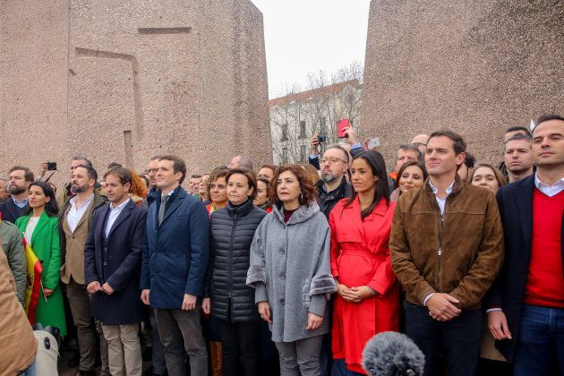 Abascal (Vox), Casado (PP) y Rivera (C's), juntos en la concentración por la unidad de España en la madrileña...