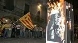 Condena a España por imponer cárcel a dos jóvenes que quemaron fotos de los