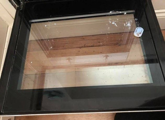 El sencillo y eficaz truco para conseguir que la puerta del horno vuelva a estar como