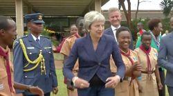 Theresa May y su manera de bailar hará que te olvides del