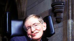 Muere Stephen Hawking, este es un viaje por los libros del físico que plantó cara a