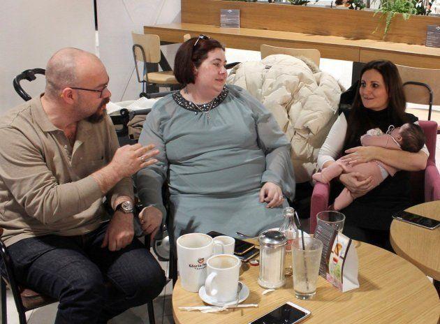 En la imagen, una pareja española, Fernando Frontela y Ana Reyes Rodríguez, que llegaron a Kiev en diciembre...