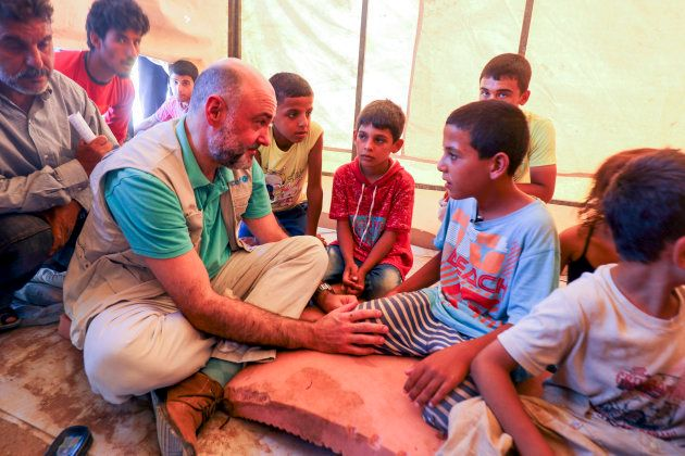 Fran Equiza conversa con niños escapados de Deir Ezzor en el campamento de Areesha, el pasado