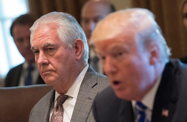 El entonces secretario de Estado Rex Tillerson y el Presidente Donald Trump en una reunión el 20 de noviembre...