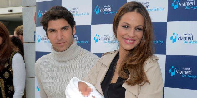 Cayetano Rivera y Eva González presentan a su hijo recién nacido en