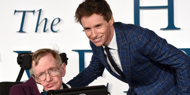 Stephen Hawking y Eddie Redmayne en la presentación en Londres de 'La Teoría del Todo' en diciembre de