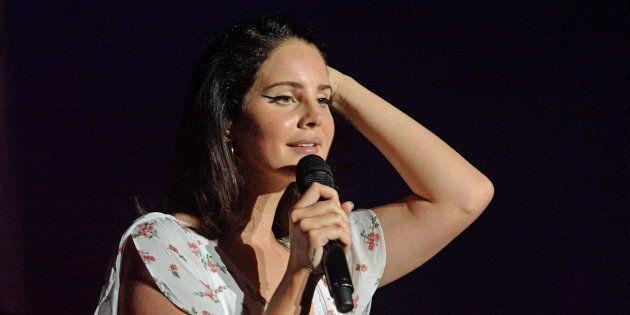 Lana del Rey durante un concierto en Budapest, Hungría, el 10 de agosto de