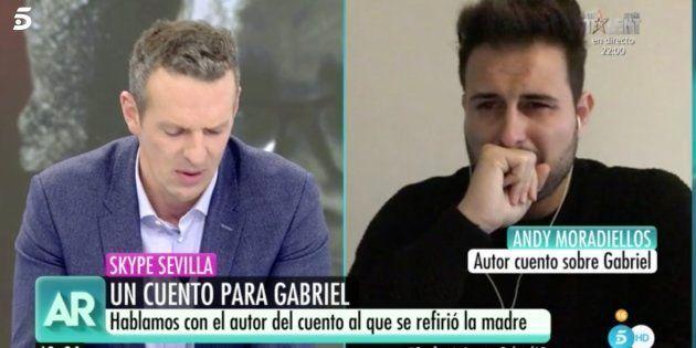 Joaquín Prat, muy emocionado al escuchar el cuento dedicado a Gabriel en 'El Programa de Ana