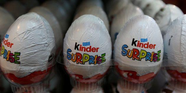 Tres niños de 6 y 7 años consumen hachís del interior de un huevo kinder por