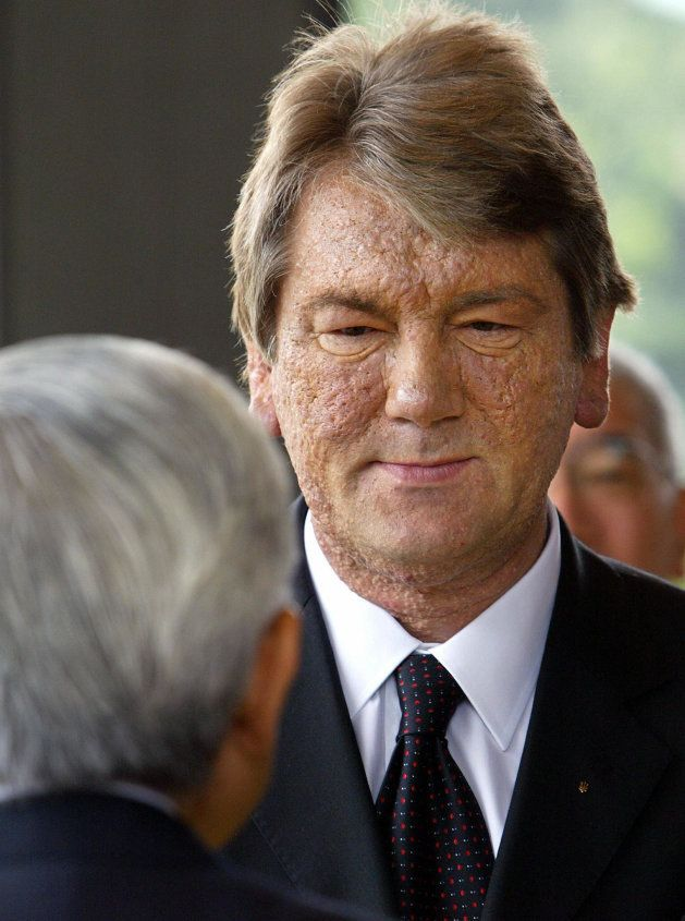 Viktor Yushchenko, como presidente de Ucrania, conversa con el emperador Akihito en una visita a Tokio...