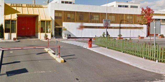 Un preso condenado por matar a su mujer y a sus hijos huye en un