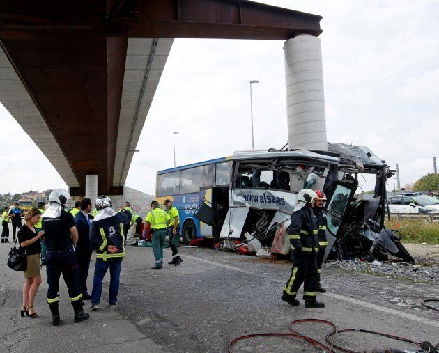 Al menos cinco muertos y 16 heridos en un accidente de un autobús en