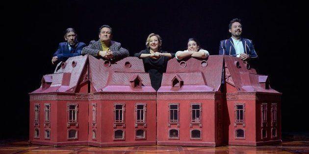 Parte del elenco de 'El jardín de los cerezos' de Chéjov en el Teatro Valle