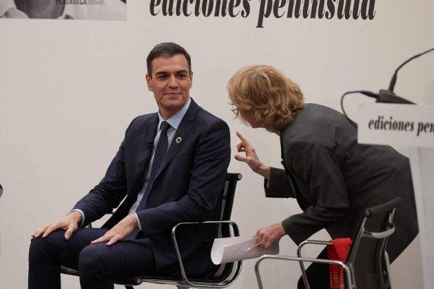 Pedro Sánchez y Mercedes Milá en la presentación de 'Manual de resistencia', el libro del