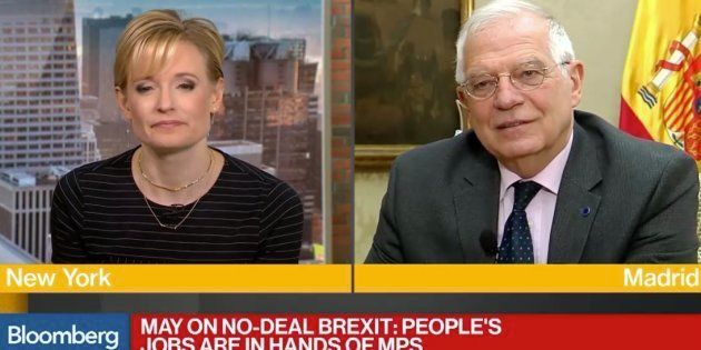 Borrell pide a una estadounidense