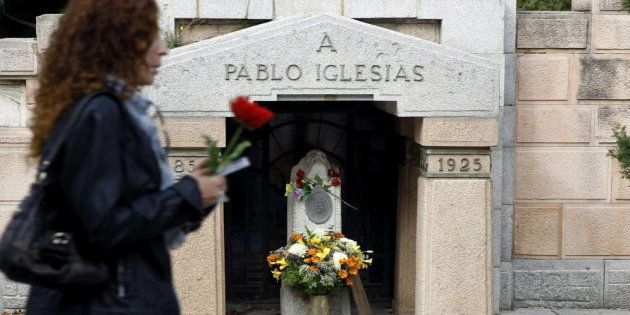 La tumba de Pablo Iglesias, fundador del PSOE, en el Cementerio de La Almudena de