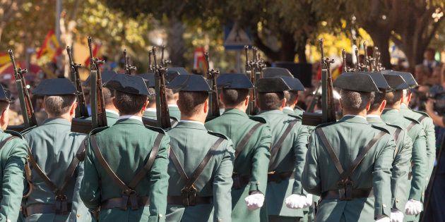 El ministro de Interior ordena retirar el borrador que prohibía a los guardias civiles llevar
