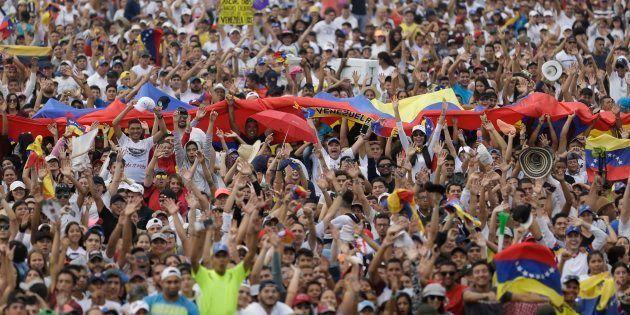 Venezolanos en el concierto a favor de la entrada