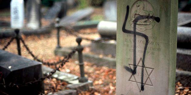 Tumba de un soldado judío profanada con una