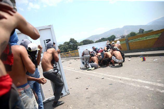 Enfrentamientos en el puente Simón