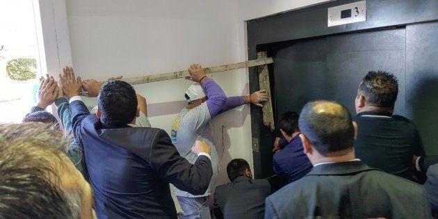 Una consejera vasca cae 10 metros en un ascensor en