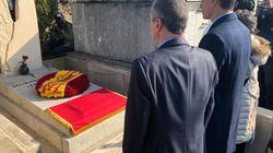 Pedro Sánchez homenajea al exilio español en Francia en la tumba de Manuel