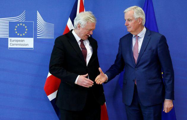 Davis y Barnier, este