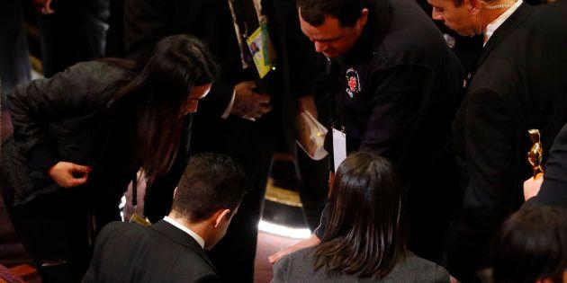 El aparatoso accidente de Rami Malek ('Bohemian Rhapsody') en los Oscar 2019 que no se vio en