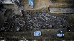 El Gobierno estudia un plan urgente de exhumaciones para recuperar 25.000 víctimas del franquismo en cinco