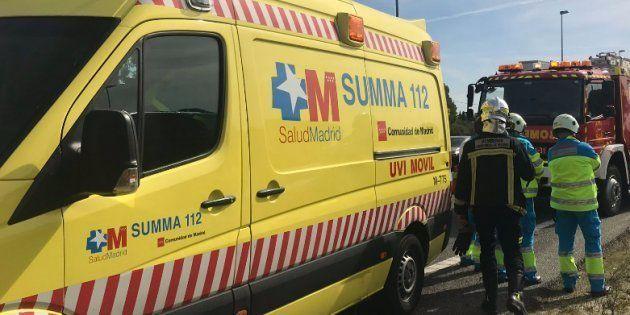 Ambulancia y dotación de bomberos en la Comunidad de