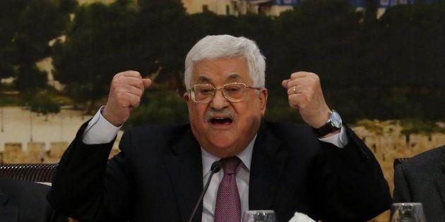 El presidente de Palestina, Mahmud Abbas, se dirige al Consejo Central Palestino, el pasado enero en...
