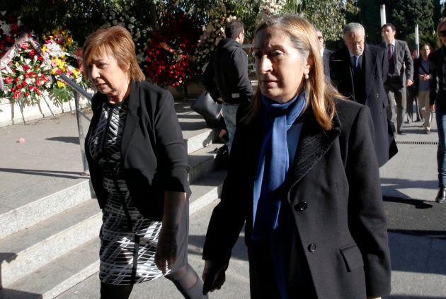 Celia Villalobos (izquierda) y Ana Pastor, en una imagen de